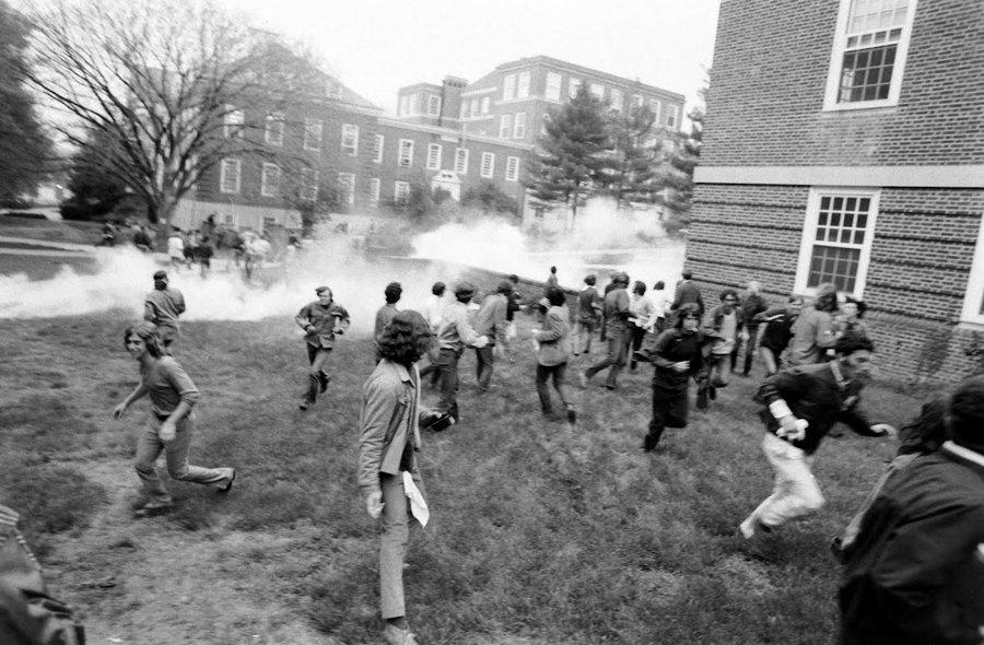 1970. május 4. Könnygázt vetnek be a marylandi egyetem tüntető diákjai ellen..jpg