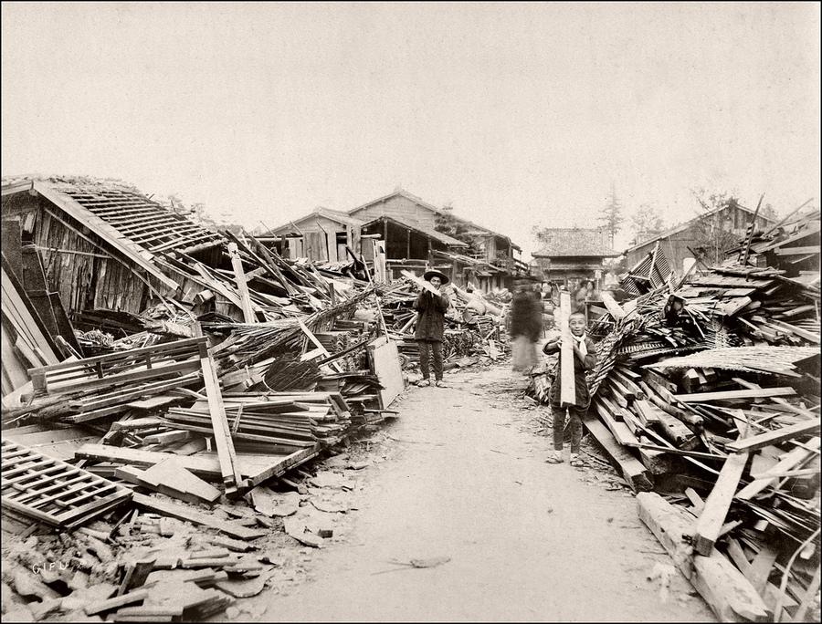 1891. Mino-Owari földrengés Japánban. 25 ezer ember halt, vagy sérült meg a katasztrófa során..jpg