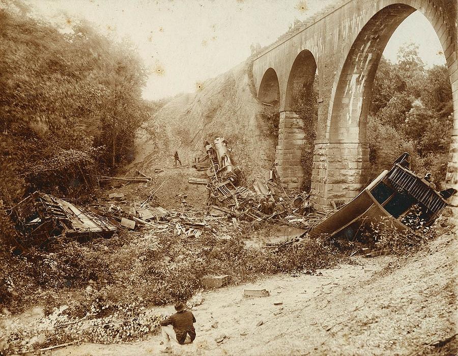 1891. Statesville mellett a Bostian-hídon kisiklott és lezuhant szerelvény volt Észak-Karolina legsúlyosabb vasúti balesete. 23-an haltak meg és 90-en sérültek meg..jpg