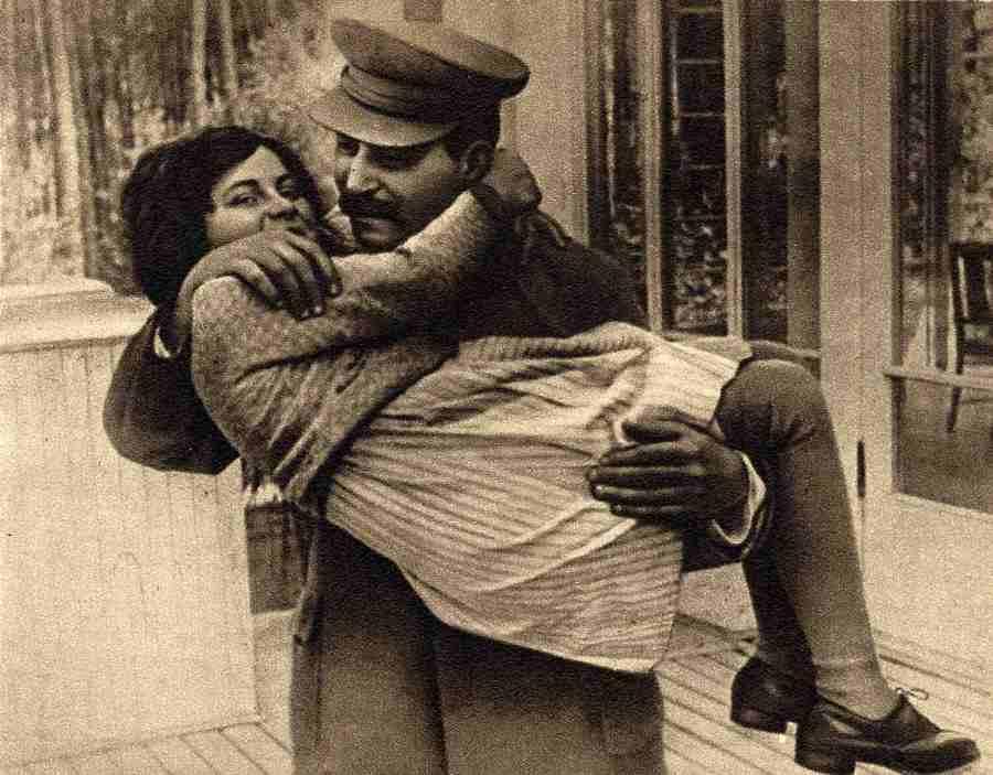 1935. Sztálin és lánya Szvetlána.jpg