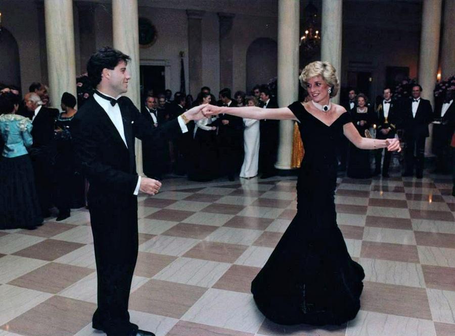 1985. John Travolta a washingtoni Fehér Házban Diana hercegnővel táncol..jpg