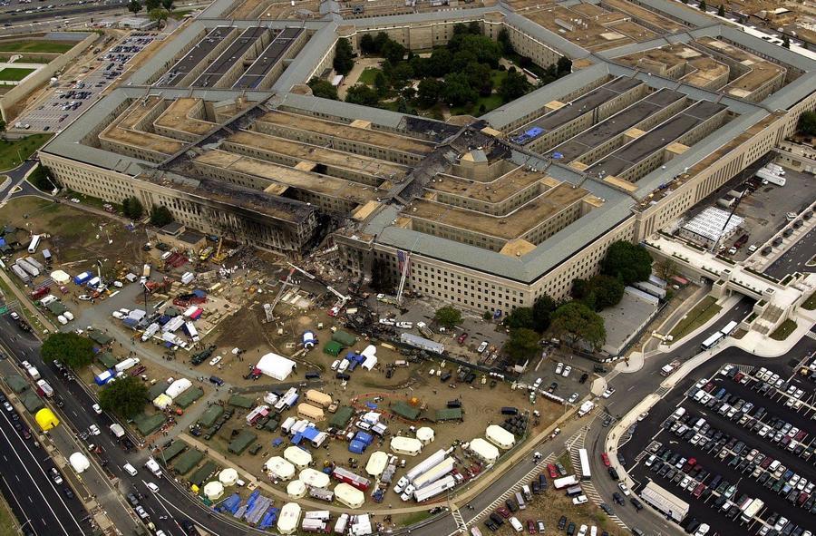 2001. szeptember 13. A Pentagon épülete két nappal a támadás után..jpg