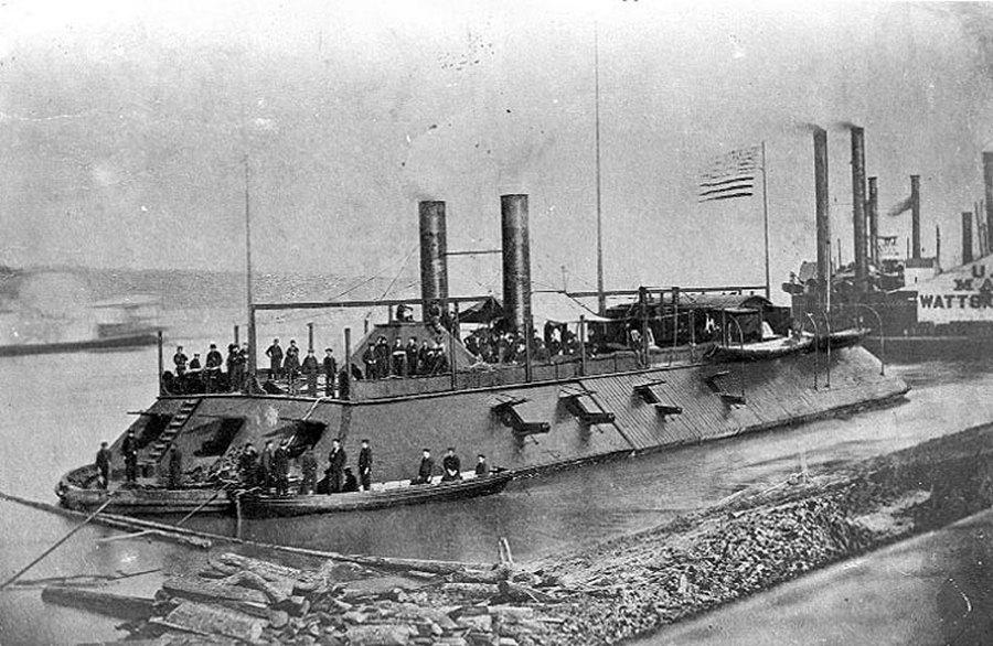 1872. Az USS Cairo a Mississippin..jpg