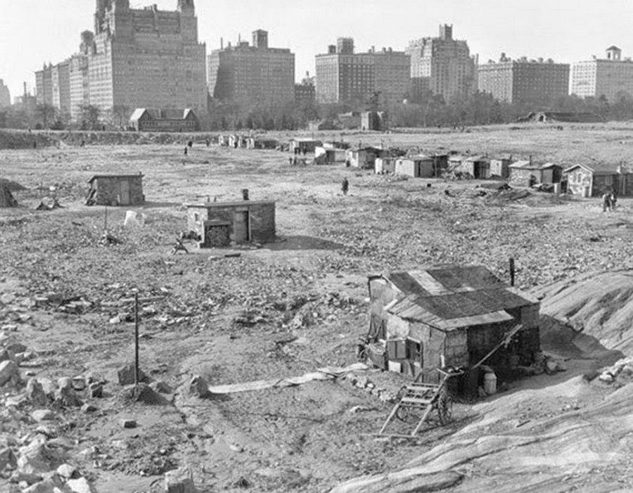 1930-as évek. Az 1870-es években átadott New York-i Central Park - köszönhetően a korrupt városvezetésnek - a harmincas évek elejére teljesen lepusztult. Ekkor az új vezetés szinte az alapoktól újraépítette. A képen a kiv.jpg