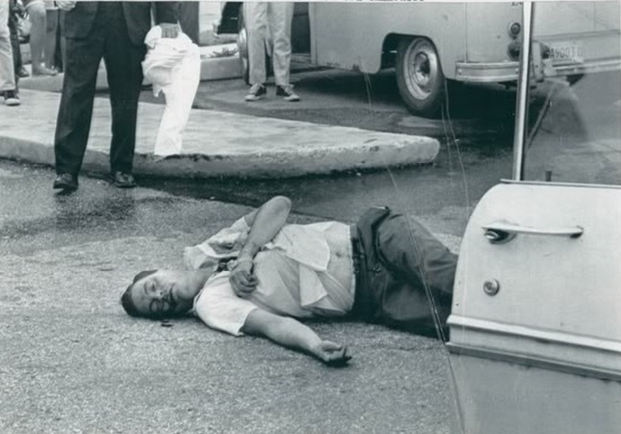 1967. aug. 25. George Lincoln Rockwellt az amerikai náci párt vezetőjét egy volt párttársa meggyilkolta..jpg