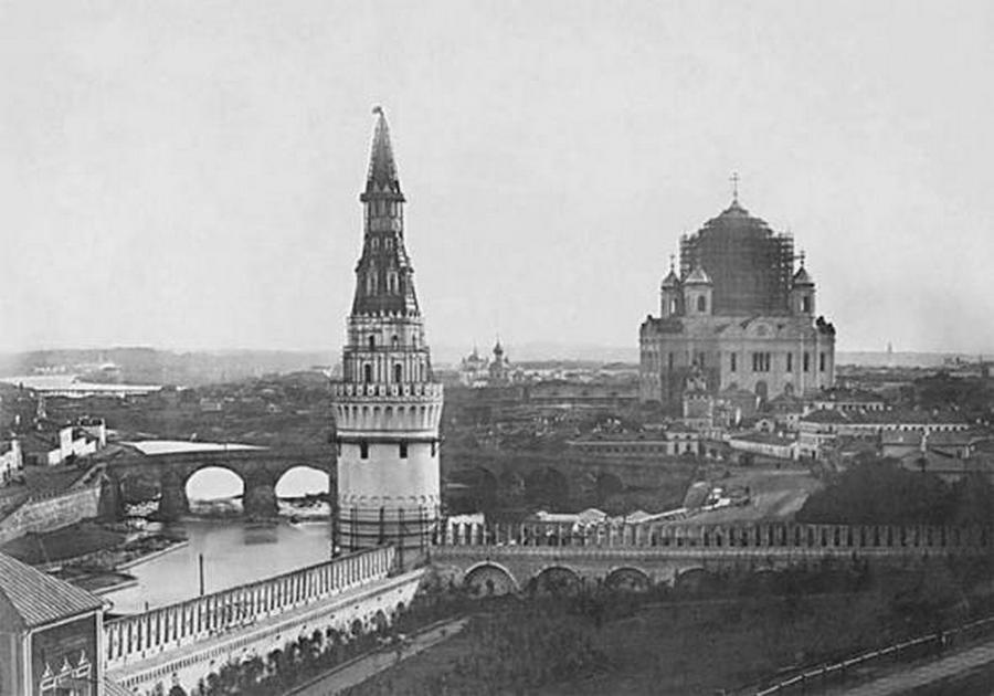 1856. A moszkvai Megváltó Krisztus-székesegyház építése.jpg