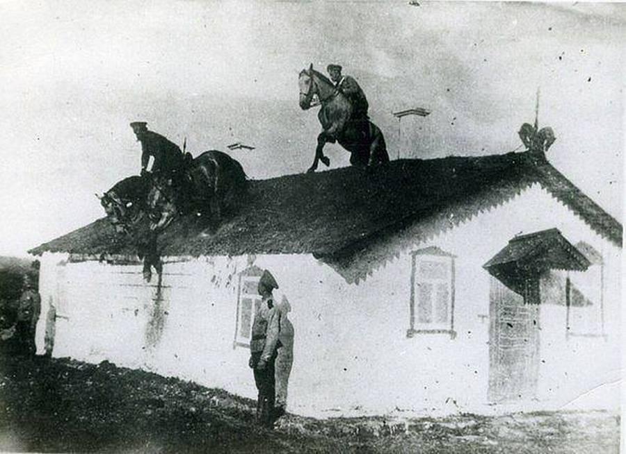 1909. Kozák lovasok bátorságpróbája.jpg