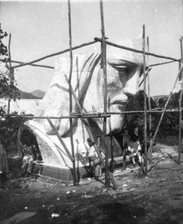 1927. A Rio de Janeiro-i megváltó Krisztus feje a szobor készítésekor..jpg
