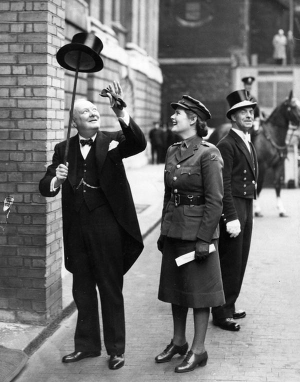 1943. Winston Churchill és lánya Mary a háború alatt Londonban..jpg