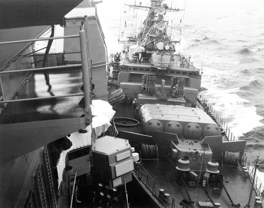 1988. Az utolsó hidegháborús konfliktus. A USS Yorktown gyakorlatozás közben a szovjetek szerint az ő vizeikre tévedt. A Burevestnik M-osztályú fregatt a Bezzavetnyij, ütközéssel próbálja visszaterelni a nemzetközi vizekre..jpg