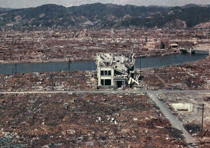 1945. Hiroshima a bomba után..jpg