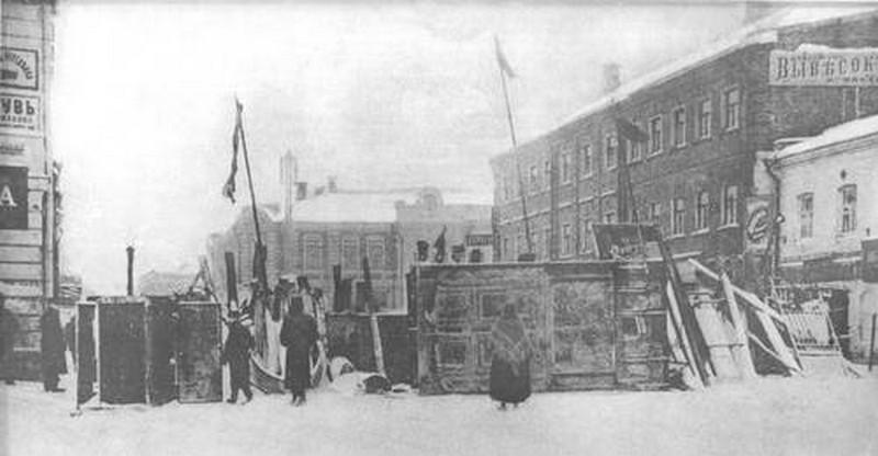 1905_a_sikertelen_forradalom_egyik_moszkvai_barikadja_.jpg