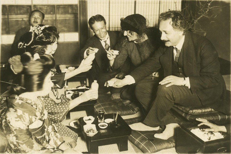 1922_albert_es_elsa_einstein_japanban_.jpg