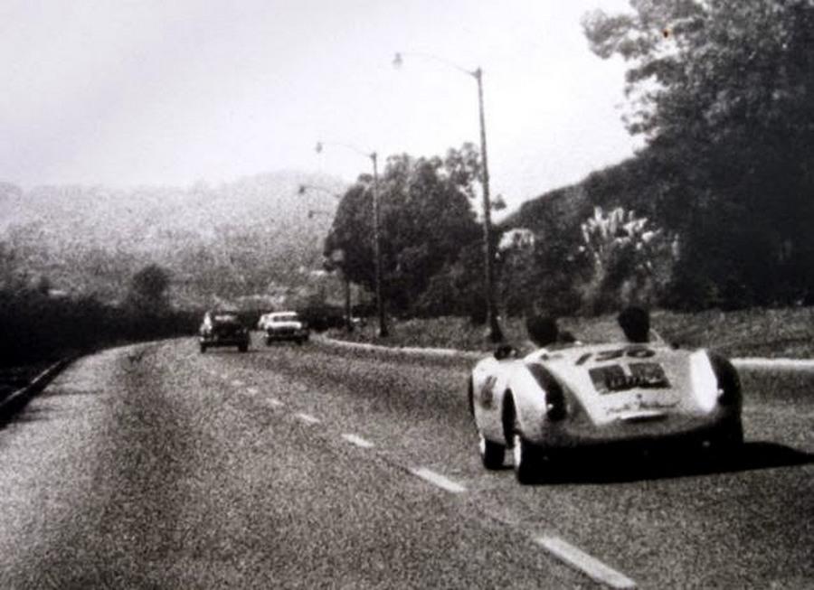 1955_a_legutolso_foto_james_dean-rol_kevesebb_mint_egy_ora_mulva_szenvedett_halalos_balesetet_.jpg