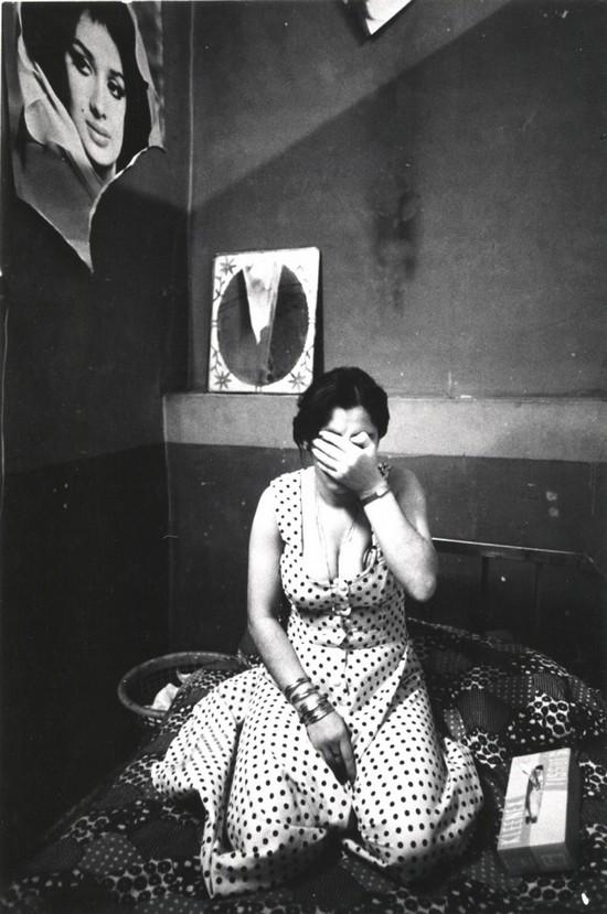1975_prostitualt_teheran_piros_lampas_negyedeben.jpg