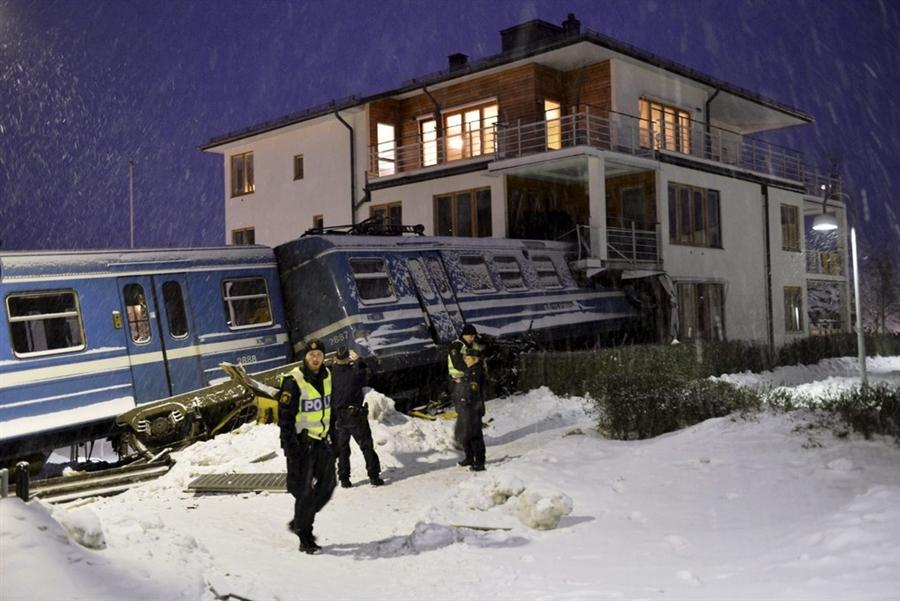 2013_januar_egy_fiatal_takaritono_elinditotta_majd_kisiklatta_a_szerelvenyt_stockholm_kulvarosaban_.jpg