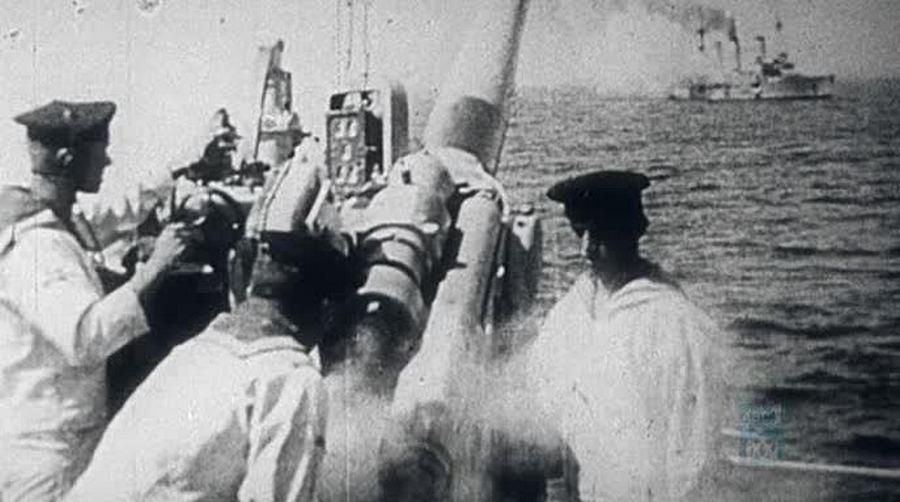 1914_november_9_talan_az_elso_tengeri_utkozet_az_elso_vilaghaboruban_es_mindjart_a_csendes-oceanon_a_nemet_sms_emden_lovi_az_ausztral_hms_sidney-t_a_kokusz-szigeteknel_.jpg