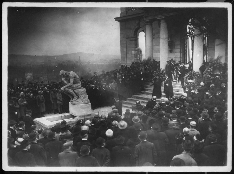 1917_november_21_august_rodin_szobraszmuvesz_temetese_parizsban_.jpg