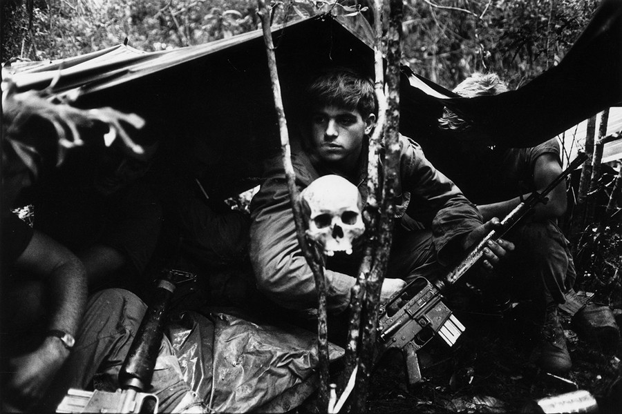 1968_oktober_amerikai_tabor_es_az_azt_orzo_emberi_koponya_.jpg