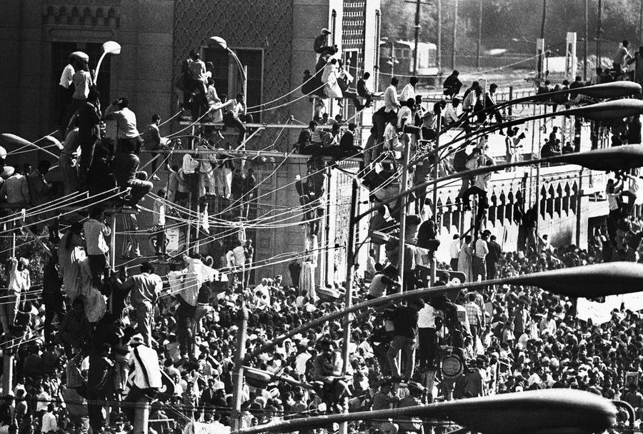 1970_abdel_nasser_elnok_temetese_kairoban_csaknem_otmillioan_vetek_reszt_a_szertartason_.jpg