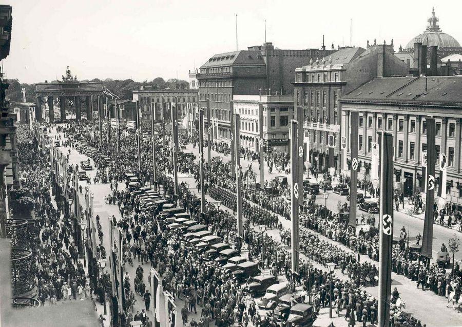 1936_parade_a_berlini_olimpia_idejen_.jpg