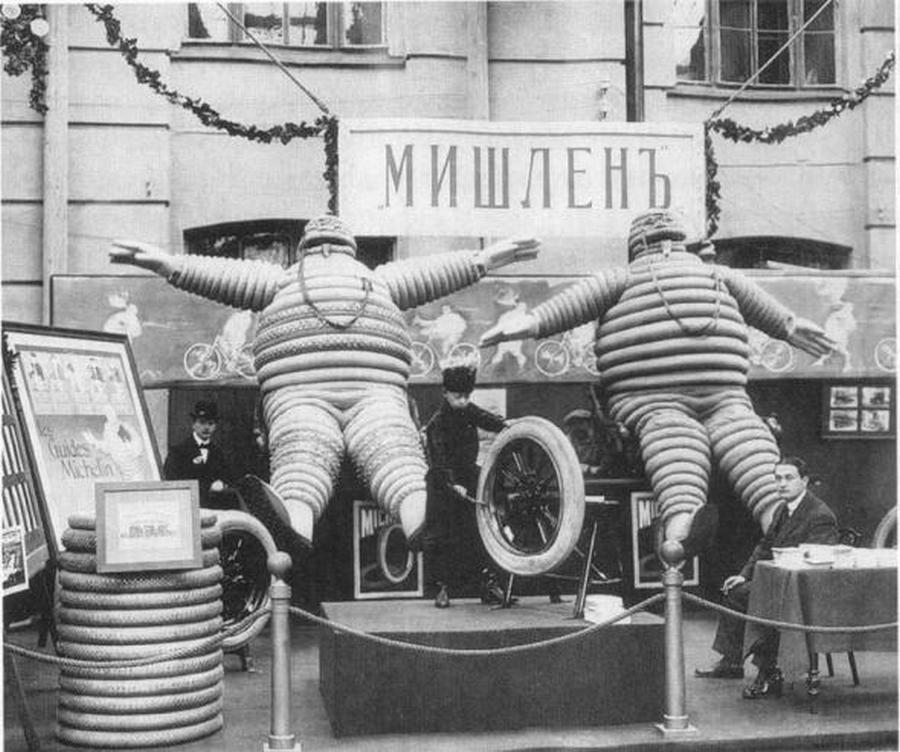 1913_negyedik_nemzetkozi_automobil_kiallitas_szentpetervaron_a_kepen_a_michelin_standja_.jpg