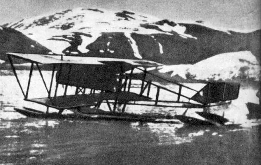 1914_az_orosz_birodalmi_legiero_farman_mf_11_hidroplanja_novaja_zemljan_harom_eltunt_kutato_keresesere_erkezett_.jpg