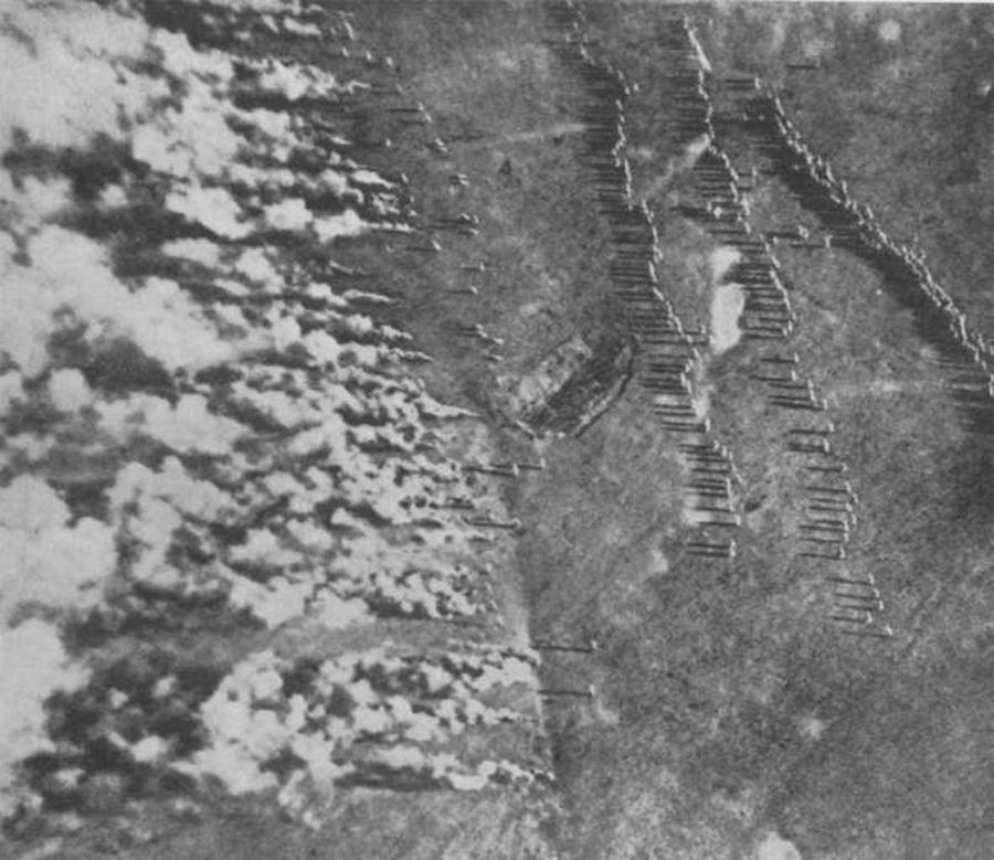 1916_nemet_gaztamadas_az_orosz_fronton_a_harom_gaztamadasban_mintegy_25_ezren_veszitettek_eletuket_.jpg