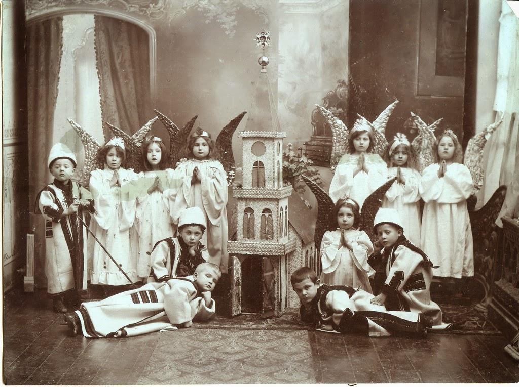 1905_korul_magyar_gyerekek_betlehemes_jateka.jpg