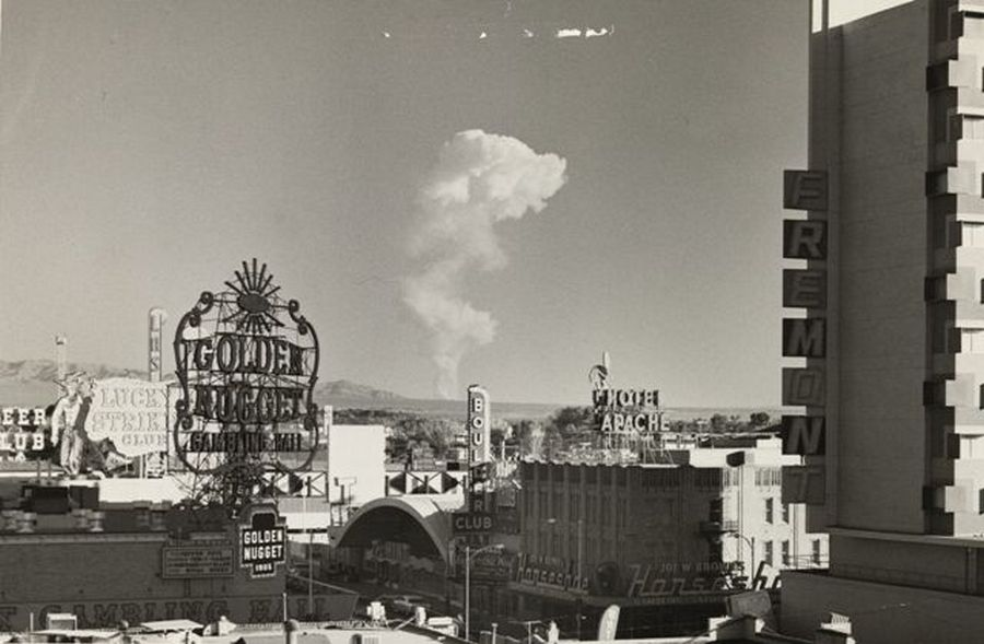 1957_las_vegas_a_tavolban_a_65_merfoldre_levo_atomrobbantas_gombafelhoje.jpg