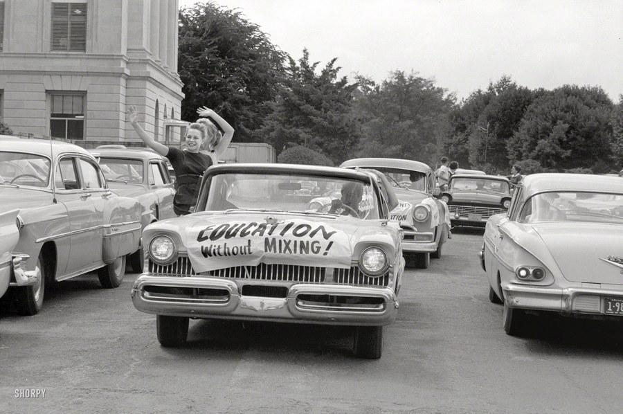 1958_a_feketek_oktatasi_integracioja_elleni_autos_felvonulas_arkansasban.jpg