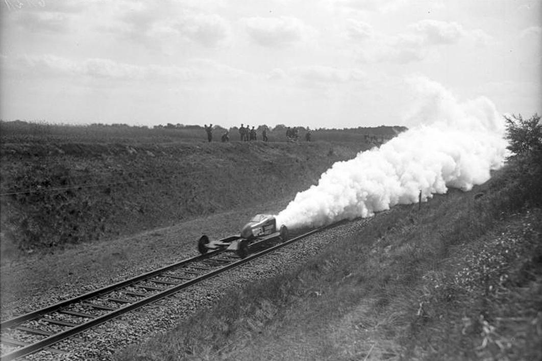 1928. Német Opel-Sander RAK.3 rakéta-sínautó Hannover 254 km.jpg