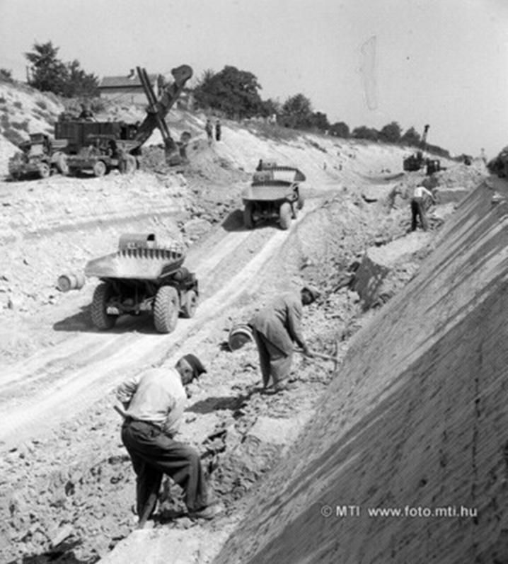 1958 Vasútépítés Érdnél.jpg