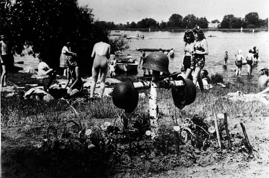 1945_julius_nemetorszag_az_elet_megy_tovabb.jpg