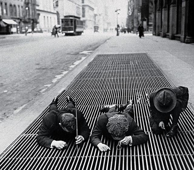 1930-as_evek_fiuk_aprora_vadasznak_new_yorkban.jpg