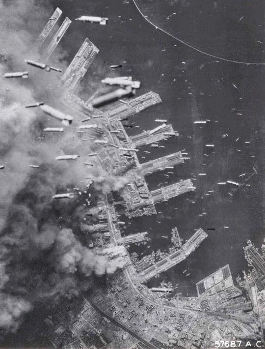1945_a_japan_kobe_bombazasa.jpg