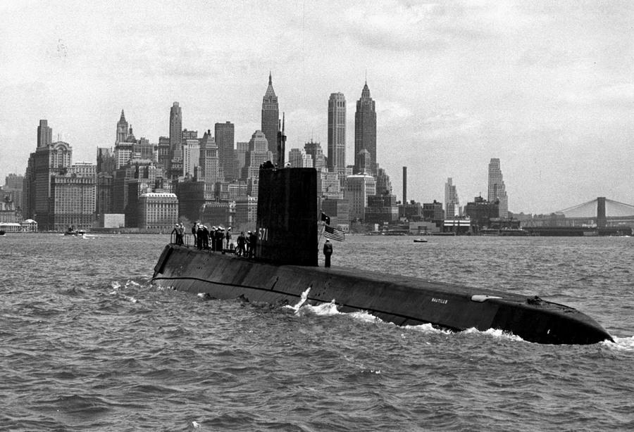 1956_az_uss_nautilus_az_elso_atommeghajtasu_tengeralattjaro_new_yorkban.jpg