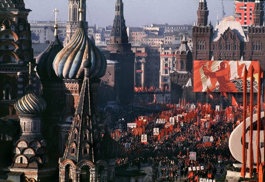 Wonderful Colour Photos of 50th Anniversary Soviet October Revolution in Moscow, 1967 (1).jpg