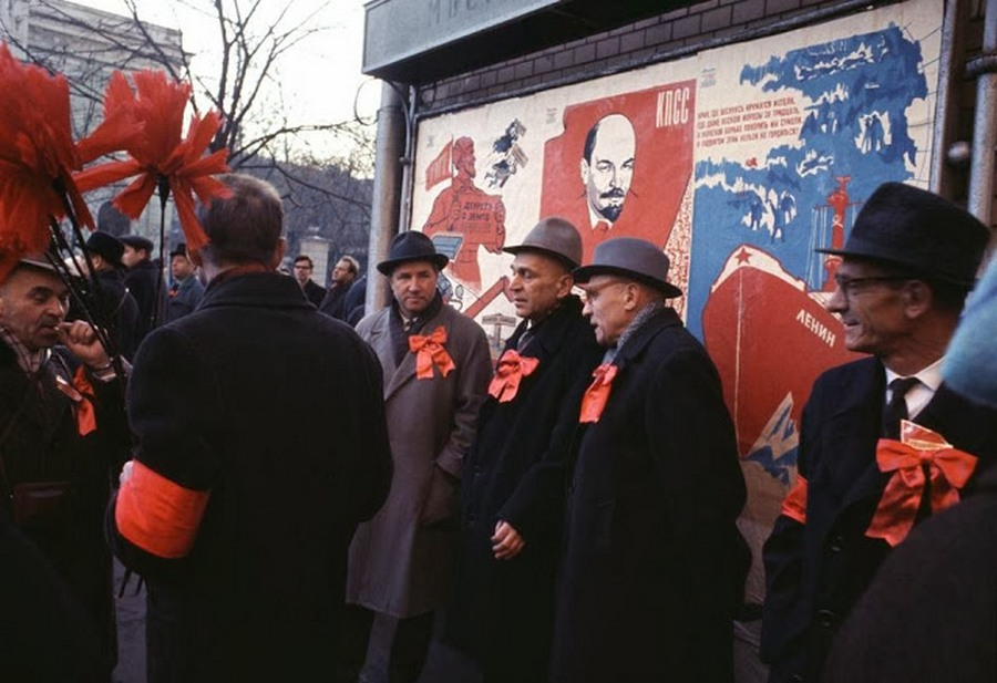 Wonderful Colour Photos of 50th Anniversary Soviet October Revolution in Moscow, 1967 (3).jpg