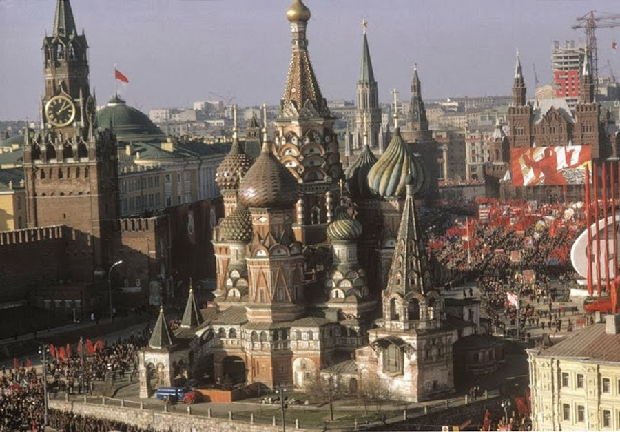 Wonderful Colour Photos of 50th Anniversary Soviet October Revolution in Moscow, 1967 (4).jpg