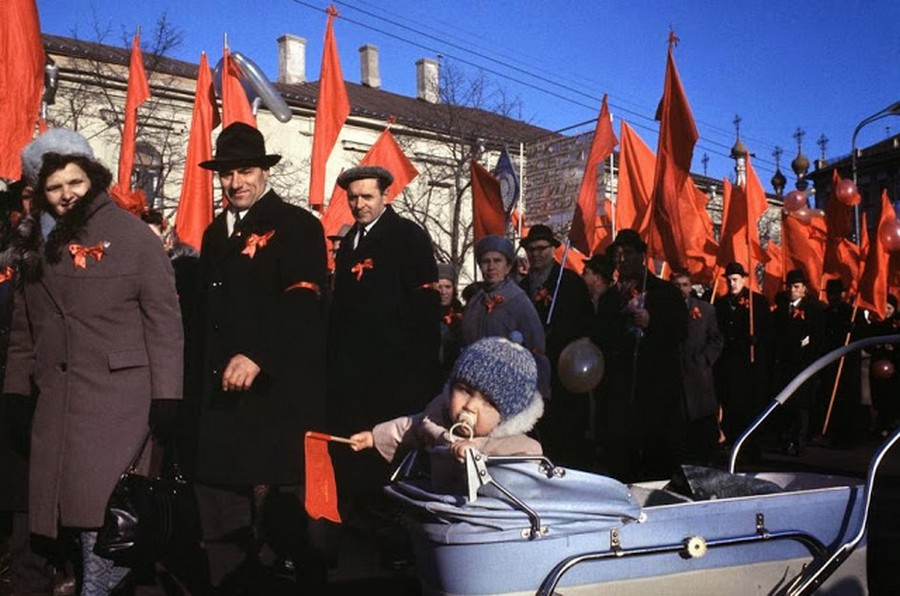 Wonderful Colour Photos of 50th Anniversary Soviet October Revolution in Moscow, 1967 (5).jpg