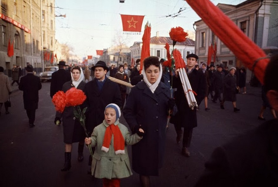 Wonderful Colour Photos of 50th Anniversary Soviet October Revolution in Moscow, 1967 (7).jpg