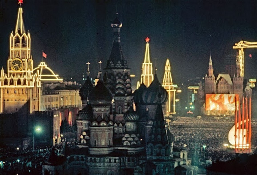 Wonderful Colour Photos of 50th Anniversary Soviet October Revolution in Moscow, 1967 (8).jpg