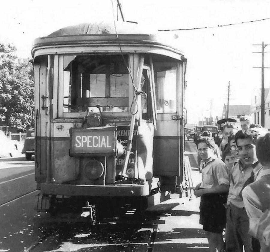 1956. Villamosbaleset. Sydney, Botany Road_2.jpg