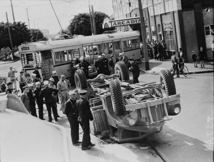 1942. Villamos és egy amerikai katonai jármű balesete.jpg