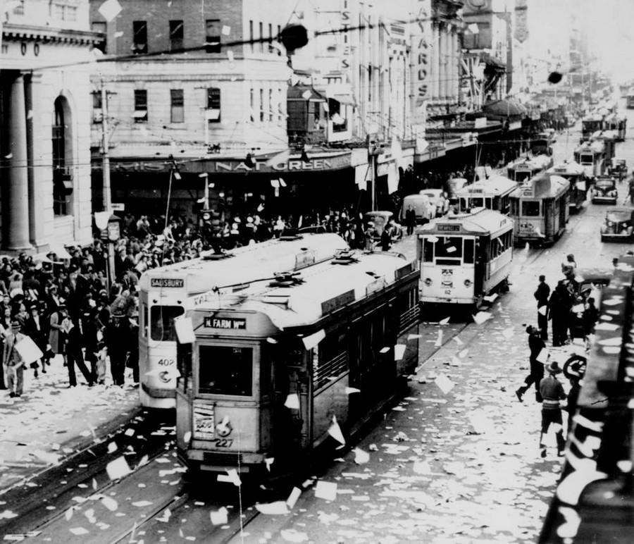 1945. Queen Street, A II. vh.-s győzelmi ünnepség..jpg