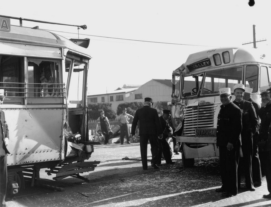 1949. Busz és villamos balesete..jpg