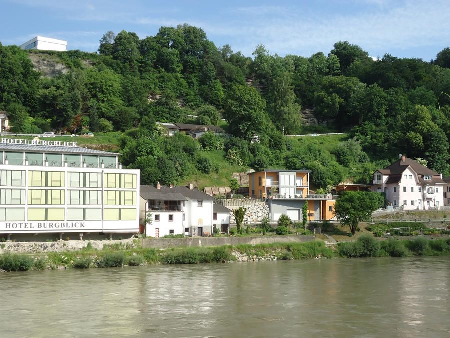 A Salzach túlpartján már Ausztria látható. Az ott Ach. Ahhhhhhh.
