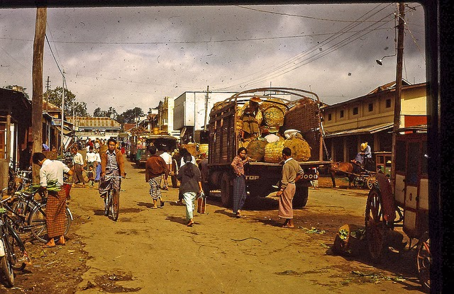 Burma 1982 (18).jpg