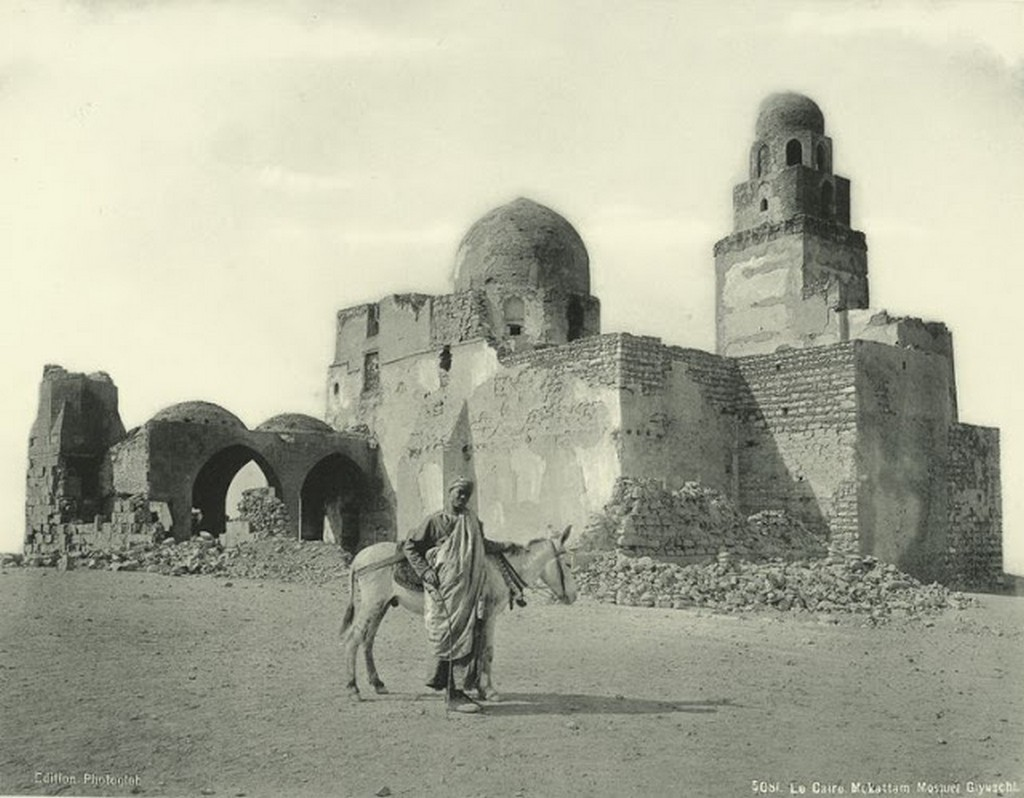Mokattam, Giyuschi Mosque [al-Juyushi].jpg
